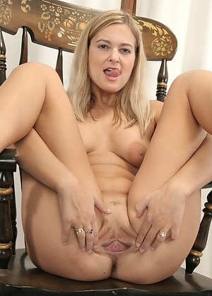 Big Ass Spreading Porn Pictures